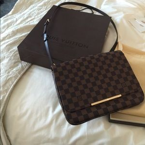 Like New Louis Vuitton Hoxton Bag